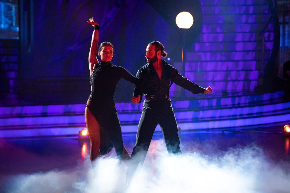 """Gemeinsam tanzten sich Lili Paul-Roncalli und Massimo Sinató bei 'Let's Dance"""" bis zum Sieg."""