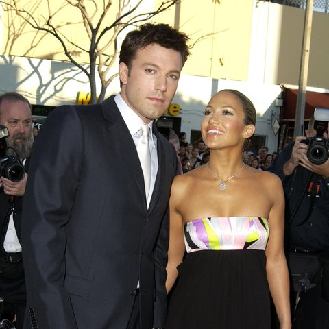 """Ben Affleck und Jennifer Lopez besuchen am 9. Februar 2003 die Premiere des Films """"Daredevil"""" in Los Angeles. Zu diesem Zeitpunkt ist erschon in Jennifer Garner verliebt."""
