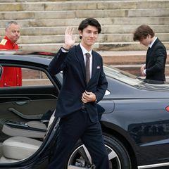 Und hier kommen auch schon die ersten Gäste: Prinz Nikolai und Prinz Felix feiern gemeinsam mit ihrem Cousin Christian die Konfirmation.
