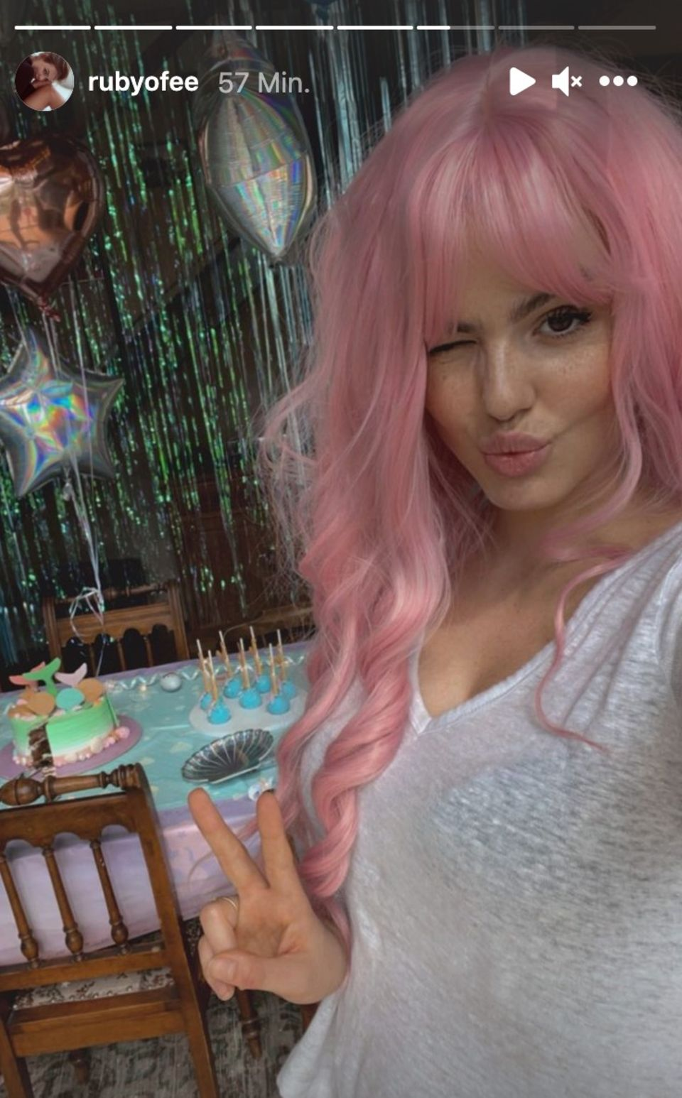 Ruby O.Fee bei Gretas Geburtstagsparty