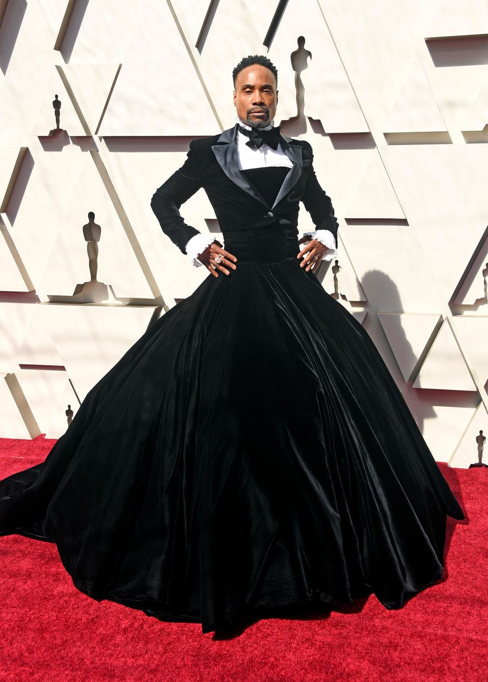 Billy Porter zieht mit seinem Smoking-Kleid bei den Oscars im Jahr 2019 alle Blicke auf sich.