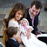 20. Mai 2012  Prinzessin Athena ist das achte Enkelkind derdänischen Königin Margrethe.Die Tochter von Prinzessin Marie und Prinz Joachim wurde schon im Januar geboren, aber ihr Name wird erst vier Monate später bei ihrer Taufe in der Mögeltönder Kirche bekanntgegeben. Die Babyprinzessin ist das zweite gemeinsame Kind des royalen Paares und macht Prinz Henrik, der die Zeremonie geduldig an der Seite seinerEltern verfolgt, zum großen Bruder.