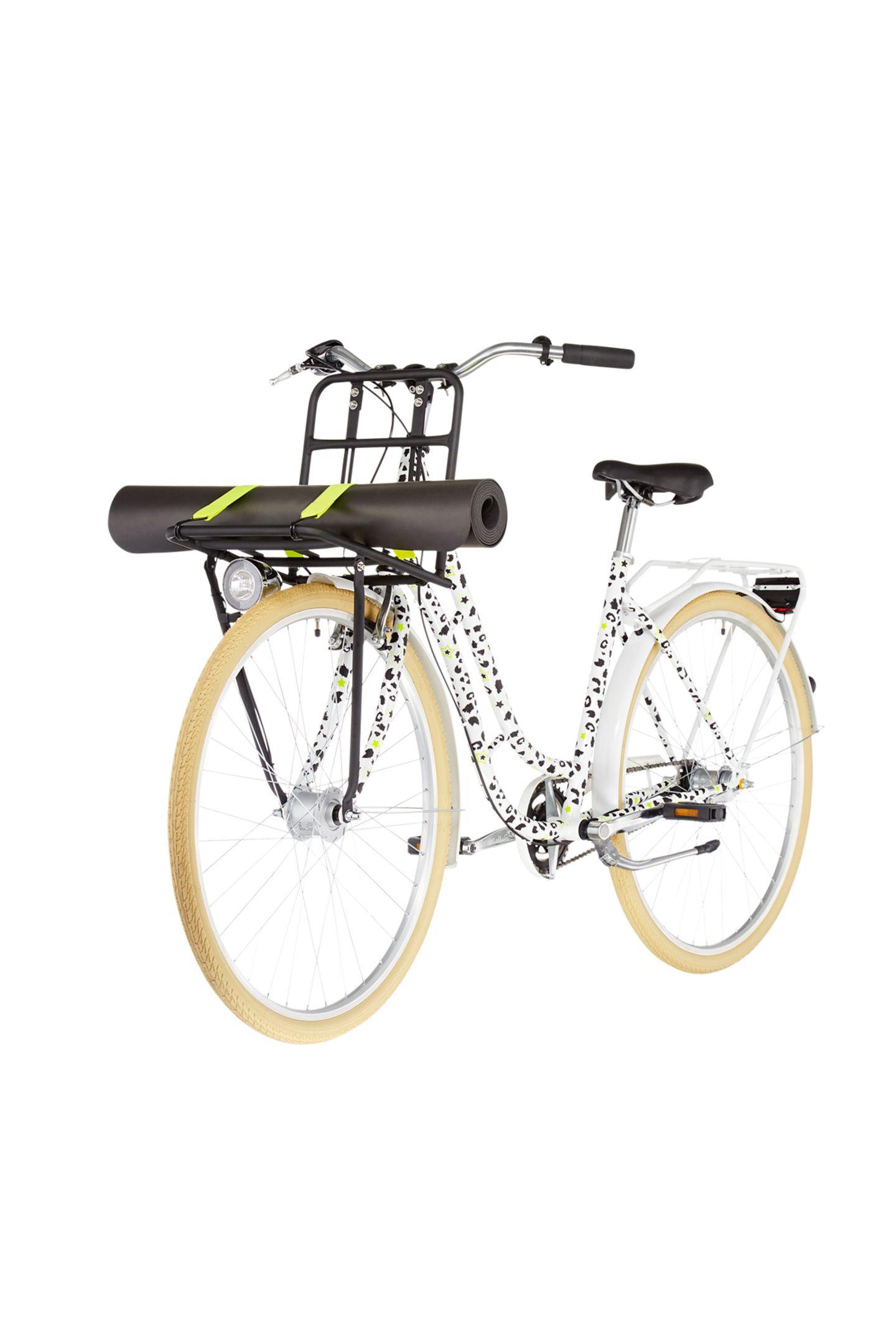 Ein Fahrrad, mit dem wir in diesem Sommer auf jeden Fallunsere Gegend erkunden wollen – und am liebsten gar nicht mehr absteigen möchten. Denn die Optik des Rades ist mit seinem Leo-Muster ein absoluter Hingucker.Das Design stammt aus der aktuellen Yogawear Kollektion von Hey Honey und nennt sich Dreamland. Von fahrrad.de x Hey Honey, kostet ca. 400 Euro.
