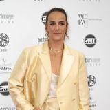 Ist es nun Gold, Champagnerfarben oder doch Blassgelb? Egal! Pauline Ducruet sieht in ihrem hellen Hosenanzug bei der Amber Lounge Fashion Show in Monaco jedenfalls sehr stylisch aus.