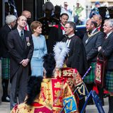 """22. Mai 2021: Tag 2  Ein Grund für Williams Reise nach Schottland ist die Eröffnung der Generalversammlung der """"Church of Scotland"""", deren Lord HighCommissioner, also der offizielle Vertreter der Queen, der Prinz in diesem Jahr ist. An der Seite von Regierungschefin NicolaSturgeon und Vertretern der Church of Scotland bewundert Prinz William schon mal die beeindruckende Assembly Hall in Edinburgh."""