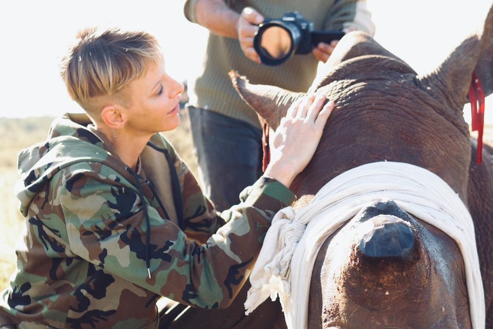 Die Fürstin setzt sich im Namen ihrer Stiftung für den Schutz von Nashörnern ein.