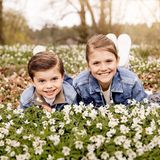 Und wie es aussieht hatten beim Fotoshooting im blühenden Frühlingsgarten von Schloss Haga alle eine tolle Zeit.