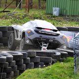 Hart in der Kurve: Auf der Knockhill-Rennstrecke in Fife zeigt der Prinz sein fahrerisches Talent, und das in einem ganz besonderen Auto.