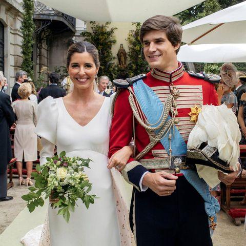 Felicitaciones! Das frisch vermählte Paar strahlt glücklich bis über alle vier Ohren.