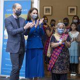 Prinz William und Herzogin Catherine freuen sich über den herzlichen Empfang derSikh-Gemeinschaft im Palace of Holyroodhouse. Die zubereiteten Mahlzeiten der Café-Küche werden an bedürftige Familien der Gemeinde verteilt.