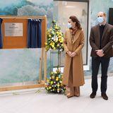 """Mit Enthüllung der Gründertafel ist das """"Balfour Hospital""""nun offiziell im Namen von Herzogin Catherine und Prinz William eröffnet."""