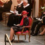 Das Jubiläumfinden in derKirche Holmens Kirken in Kopenhagen statt. Königin Margrethe lauscht während der Feierlichkeiten gut gelaunt den Reden und Gesängen.