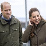 Nach der Besichtigungdes European Marine Centre geht es für Prinz William und Herzogin Catherine angeheitert von der frischen Seeluft weiter nachKirkwall Marina.