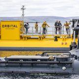 Andy Scott, CEO des European Marine Energy Centre,weiht Prinz William und Herzogin Catherine in die spannenden Funktionen der Gezeitenenergie Turbine ein, die vor der Orkney Insel Stromness liegt.