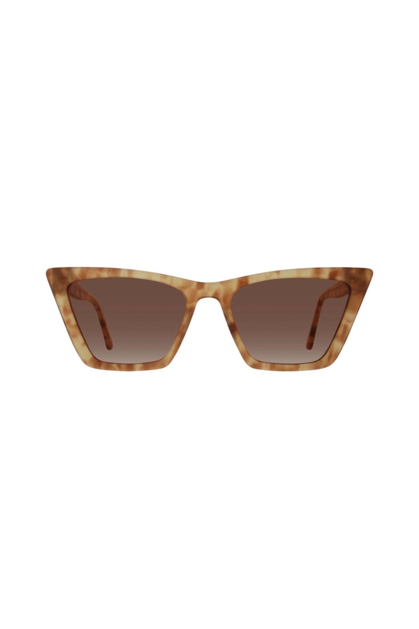 """Eyes Wide ShutDie neue Kollektion von Janin Ullmann hält 12 coole Statement-Brillen für einen heißen Sommer 2021 bereit. Modell """"Meltem"""" von Eyes+More, ca. 99 Euro"""