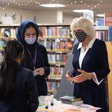Für HerzoginCamilla steht als Nächstes ein Termin in der Zentralbibliothekder britischen Kulturhauptstadt an. Dort kommt sie mit jungen Frauen aus Coventry ins Gespräch.