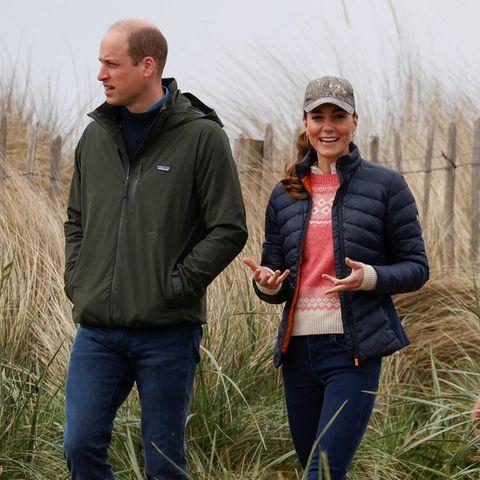 Abschließend genießen William und Kate die schöne Natur in den Dünen der schottischen Küste.