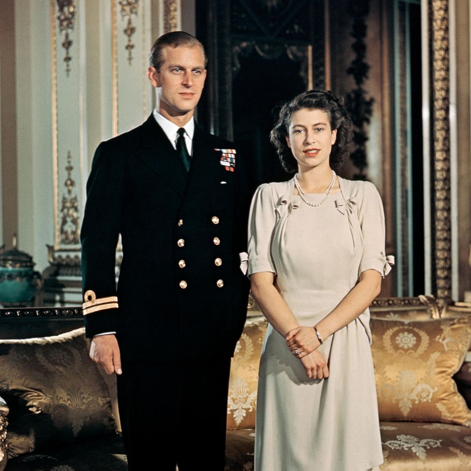 Prinz Philip und Queen Elizabeth – zum Zeitpunkt dieses Fotos noch Philip Mountbatten und Prinzessin Elizabeth – heirateten am 20. November 1947.