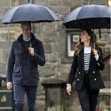 Auf diesen Termin am sechsten Tag ihrer Schottlandreise freuen William und Kate sich besonders. Der Herzog und die Herzogin kehren zurück an den Ort, wo ihre Liebe begann. Sie besuchen die Universität in St. Andrews und tauschen wahrscheinlich die ein oder andere Anekdote aus, während sie lachend über den Campus schlendern und in Erinnerungen schwelgen.