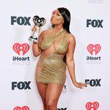 Knappe Sache: Megan Thee Stallion erinnert mit ihrem offenherzigen Gold-Dress an die legendären Looks der jungenLil' Kim.
