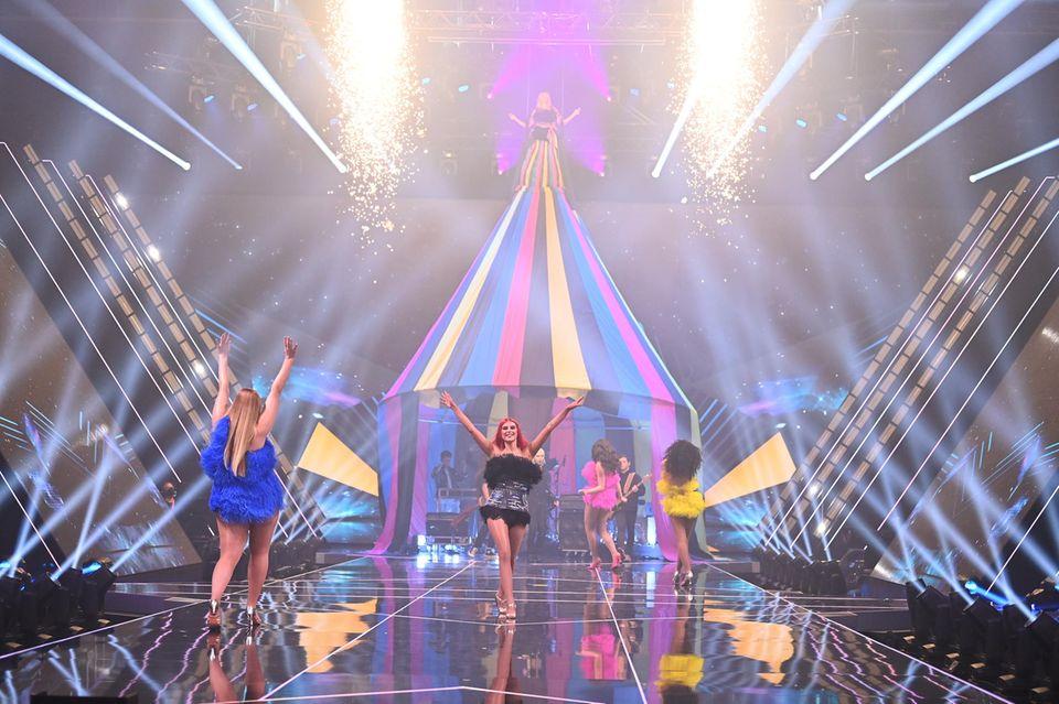 """Beim großen Opening zum Finale der 16. Staffel von """"Germany's Next Topmodel"""" ließ sich Heidi Klum von der Zirkuswelt inspirieren."""