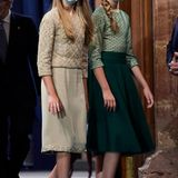 """Bei den """"Princesa de Asturias""""-Awards im Oktober 2020 zeigen sich die spanischen Prinzessinnen wieder in unterschiedlichen Looks, die farbliche Abstimmung ist aber auch hier perfekt. Nur die Schuhe von Leonor sind schon etwas höher als die Ballerinas ihrer Schwester."""