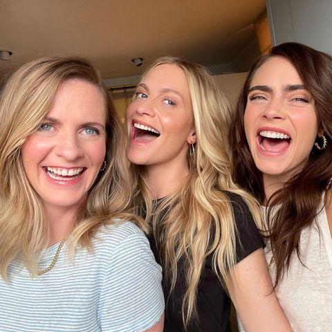 Gute Laune mal drei: Wenn die SchwesternChloe, Poppy und Cara Delevingne zusammenkommen, steigt die Stimmung augenblicklich. Fehlt nur noch der Halbbruder Alexander für diese kleine Geschwister-Party.