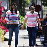 31. Mai 2021  Kann dieserPartnerlook Zufall sein?Schauspielerin Jennifer Garner und ihre Mutter Patricia schlendern händchenhaltend durch ihren Wohnort Brentwood und zeigen damit eindeutig, dass sie eine Einheit sind.