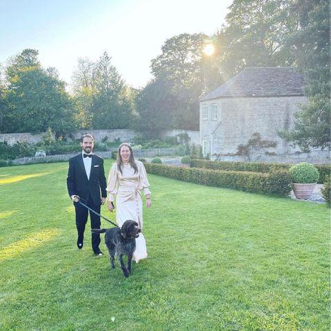 """Sie haben noch einmal """"Ja"""" gesagt: Prinz Philippos von Griechenland und seine Braut Nina Flohrhaben nach der ersten Hochzeit im kleinen Kreis ein zweites Mal geheiratet – dieses Mal in Cambridge, wo das Paar aktuell wohnt. Im Beisein von rund 30 Gästen haben sich der Patensohn von Prinzessin Diana (†36) und die Schweizerin die ewige Treue geschworen."""