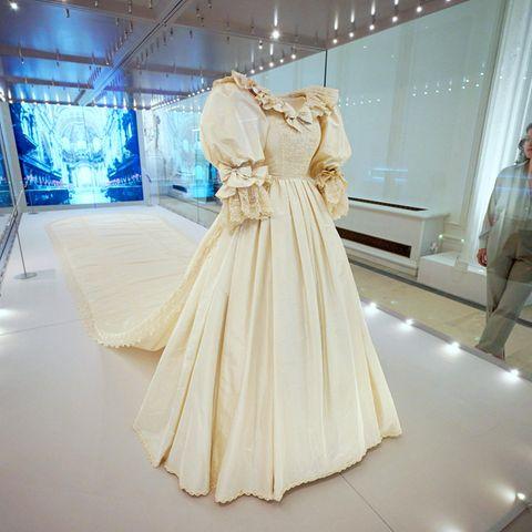 Das Hochzeitskleid von Prinzessin Diana wird im Kensington Palace ausgestellt.