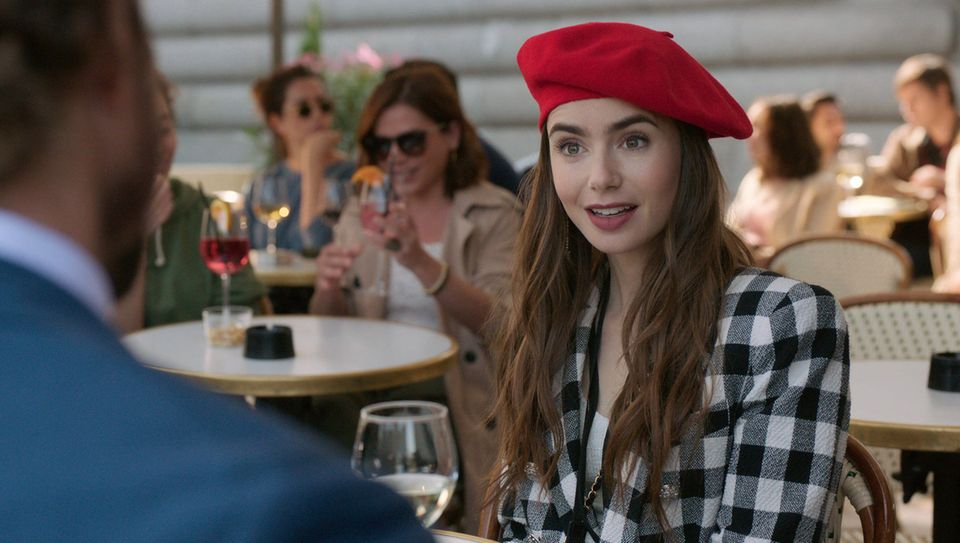 "Lily Collins als Emily Cooper in der Serie ""Emily in Paris"""