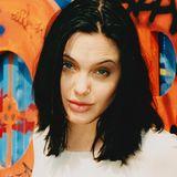 """1997  Mitte der Neunziger war Angelina spätestens mit Rolle als eigenwillige Hackerin """"Acid Burn"""" in dem Film """"Hackers"""" weltbekannt geworden. Und die Rolle der eigenwilligen, aber sinnlichen Schönheit begleitet sie sogar heute noch."""