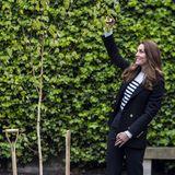 Während ihres Besuchs an der Universität in St. Andrews pflanzt Herzogin Catherine einen Baum im Garten. Der Umweltschutz liegt der Frau von Prinz William am Herzen.