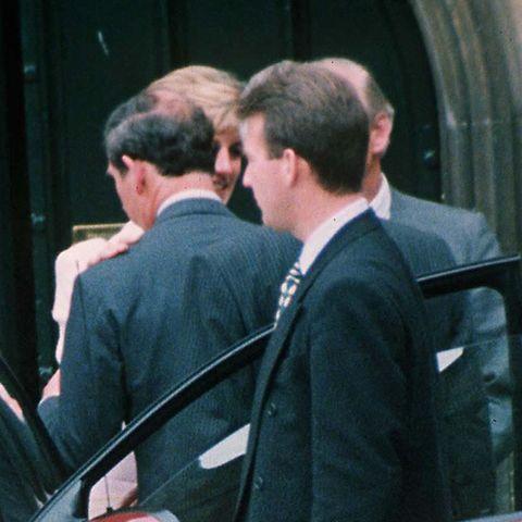 Prinzessin Diana geht am 29. Mai 1996 auf Tuchfühlung mit Prinz Charles.