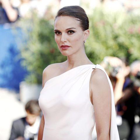 Schauspielerin Natalie Portman in weißem Kleid, Filmpremiere