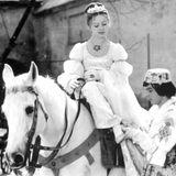 """9. Juni 2021:Libuše Šafránková (68)  Der Filmklassiker """"Drei Nüsse für Aschenbrödel"""" gehört während der Weihnachtszeit bei vielen Familien zum Wohlfühlprogramm. MitLibuše in der Hauptrolle wurde der Film 1973 zum weltweiten Erfolg. Insgesamt spielte die Schauspielerin in fast 60 Film- und Fernsehproduktionen mit. Nun ist die anmutige Schauspielerin in einer Prager Klinik an Lungenkrebs gestorben."""
