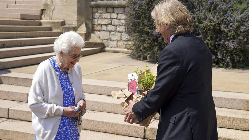 Queen Elizabeth und Keith Weed