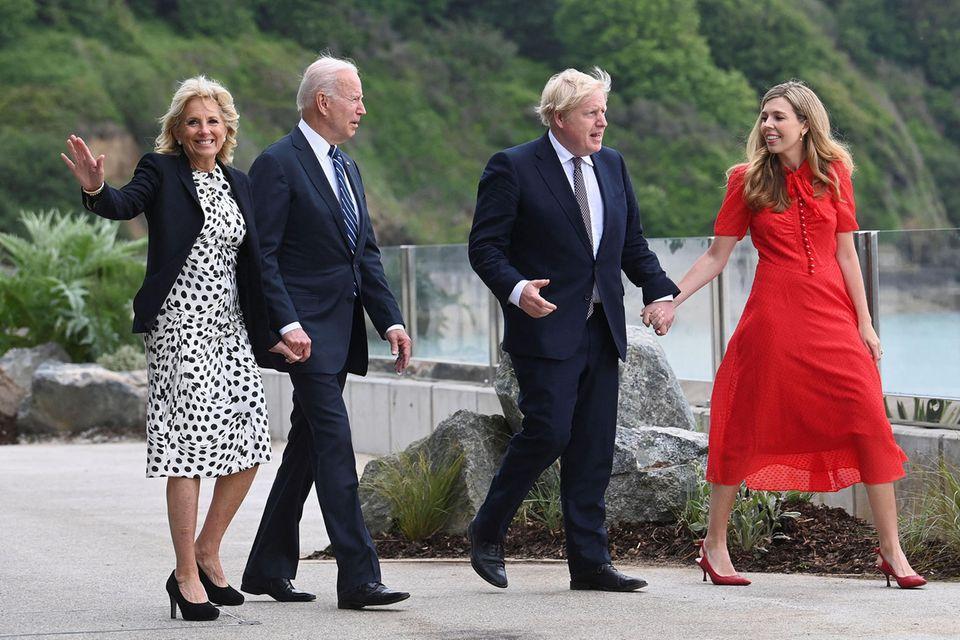 Jill und Joe Biden treffen sich mit Boris Johnson und seiner Frau Carrie.