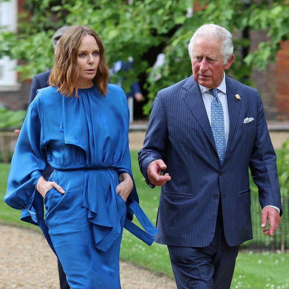 """Gemeinsam für die gute Sache: Stella McCartney und Prinz Charles stellen in London die """"Terra Carta"""" vor."""