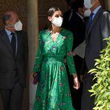 """Einen tollen Sommer-Look hat sich Königin Letizia für die Ausstellungseröffnung von""""Odaliscas:From Entries to Picasso"""" im Museum der Feinen Künste in Granada ausgesucht. Das florale Kleid in Grün stammt von Maje Paris, kombiniertmit beigefarbenen Sling Heels von Carolina Herrera."""