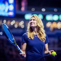 An diesem sonnigen Junitag feiert Steffi Graf ihren 52. Geburtstag. Da derEx-Tennisprofi sehr privat lebt, wissen wir nicht, wie sie ihren Ehrentag feiert, aber Steffiwird es sich bestimmt im Kreise ihrer Liebsten gut gehen lassen.  Hierzeigen wir Bilder ihrer größten Erfolge und der letzten Jahren.
