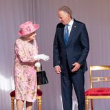 """Nachdem die Nationalhymne gespielt wurde, kommen Queen Elizabeth und Joe Biden ins Gespräch. Wie der US-Präsident nach der Audienz mit der Queen verrät, war diese """"sehr liebenswürdig""""."""