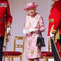 13. Juni 2021  Es ist alles für den heutigen Empfang vorbereitet. Queen Elizabeth freut sich auf ihren Termin mit US-Präsident Joe Biden und der First Lady Jill Biden auf Schloss Windsor. Vor wenigen Tagen besuchte die Queen den G7-Gipfel in Cornwall, wo sie des erste Mal auf das Präsidentenpaar traf.