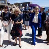 Drei Style-Ladys beim G7-Gipfel: Nicht nur Jill Biden bezaubert am sonnigen Nachmittag inPorthcurno in floralem Look, auchAmélie Derbaudrenghien (l.), die Partnerin von EU-Ratspräsident Charles Michel, und die britische First Lady Carrie Johnson Symonds (r.) glänzen in eleganten Looks.