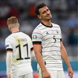 """Mit einem Eigentor von Mats Hummels startet die deutsche Nationalmannschaft in die Fußball-EM. Nach dem Spiel meldet sich der Fußball-Star via Instagram bei seinen Fans: """"Die Niederlage schmerzt uns sehr und mich besonders, weil mein Eigentor das Spiel am Ende entschieden hat. Wir haben alles reingeworfen und einen tollen Kampf geliefert. Dass wir spielerisch noch Luft nach oben haben, wissen wir natürlich auch. Aber man hat gesehen, dass wir uns zerreißen wollen bei diesem Turnier, dass wir Euch wieder begeistern und erfolgreich sein wollen."""""""