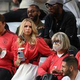 Support im Doppelpack gibts für Torwart Manuel Neuer: Denn neben Mama Marita Neuer ist auch seine Freundin Anika Bissel im Stadion in München.