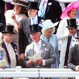 Ab heute darf wieder fünf Tage lang gemeinsam vor Ort gefiebert und gewettet werden. Als hartgesottene Ascot-Fans werfen sich Herzogin Camilla und Prinz Charles ins Getümmel, um in illustrer Gesellschaft auf derTribüne die Jockeys am ersten Renntag anzufeuern.