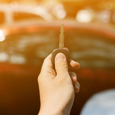 Hitze im Auto: Der Autoschlüssel-Trick schafft Abhilfe