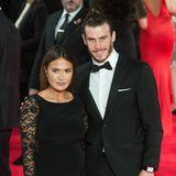 An der Seite des walisischen Fußball-Stars Gareth Bale sieht man dessen Ehefrau Emma Rhys-Jones, eine gelernte Friseurin, bei glamourösen Events eher selten. Die beiden sind schon seit der Schulzeit ein Paar, seit 2019 verheiratet und glückliche Eltern von zwei Töchtern und einem Sohn.