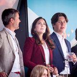 Die Partie Dänemark gegen Belgien schaut ein Teil der dänischen Königsfamilie live im Parken Stadion in Kopenhagen. Neben Prinz Frederik und Prinzessin Mary sind auch Prinz Christian und Prinz Felix bei diesem Spiel der Fußball-Europameisterschaft dabei.